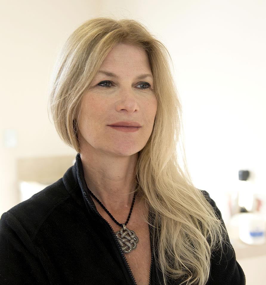 Doctor Joni Feldman – Cosmetic Surgeon