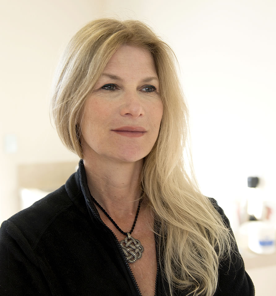 Doctor Joni Feldman – Cosmetic Surgeon